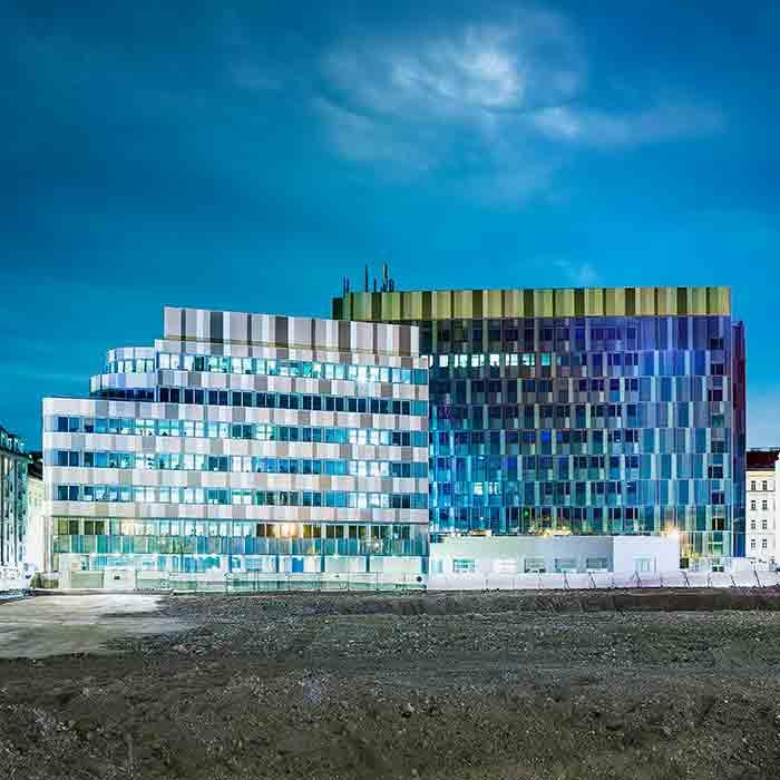 Silbermöwe Bürokomplex bei Nacht · Erdferner Lände 26-32 · Wien · Brandschutzplanung von Hoyer Brandschutz · Architektur und Industriefotografie von Robert Tober