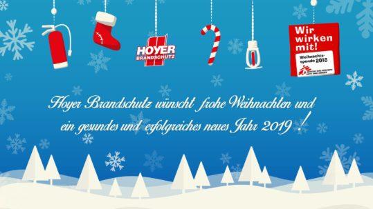 Hoyer Brandschutz wünscht frohe Weihnachten! - Weihnachtskarte mit viel Schnee, Tannen und Weihnachtsgeschenken. Illustration von Robert Tober
