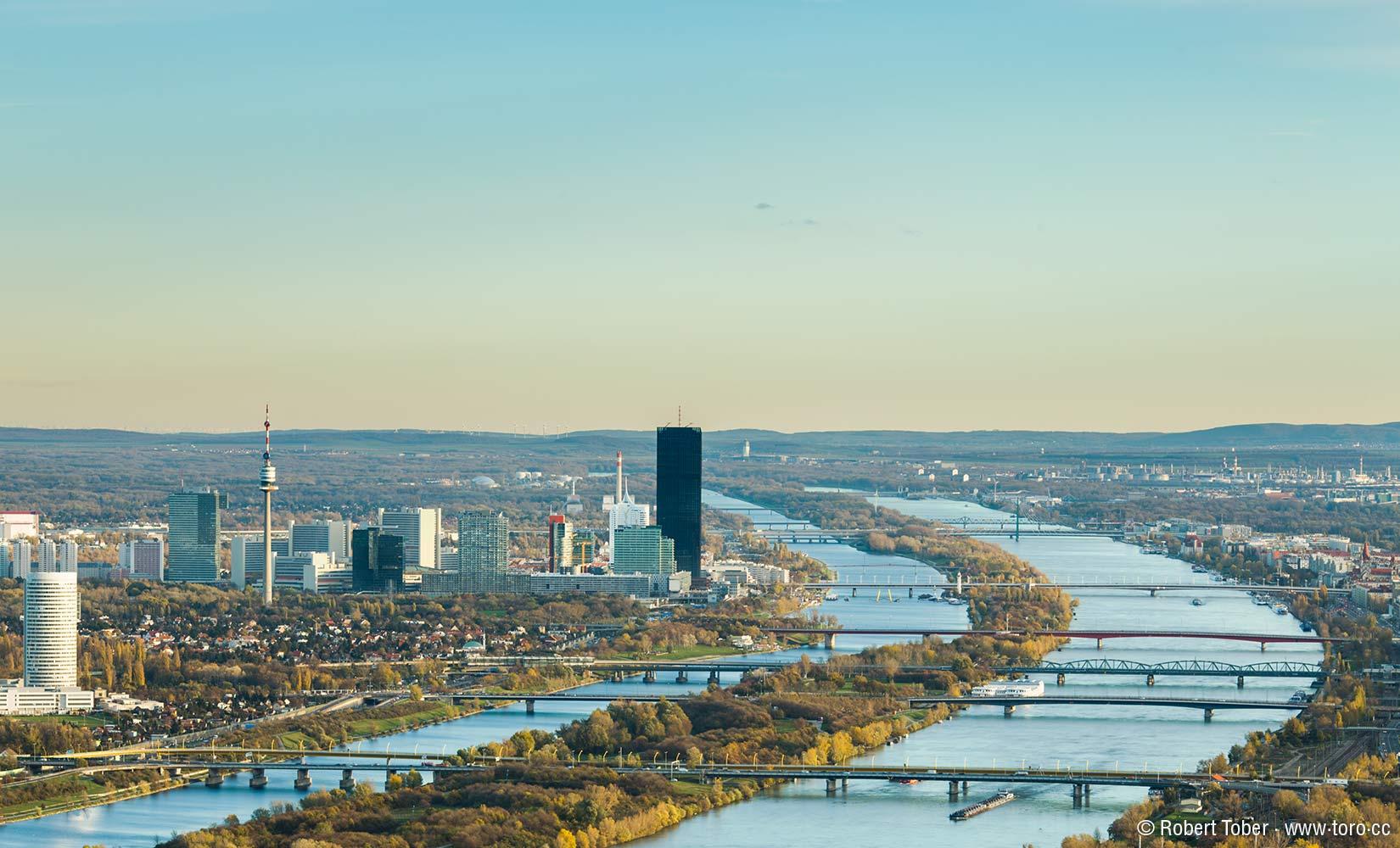 Donau City, Donau Park, die Donau mit der Donauinsel © Robert Tober