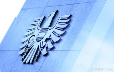 Bundeswappen der Republik Österreich aus Metal © Robert Tober