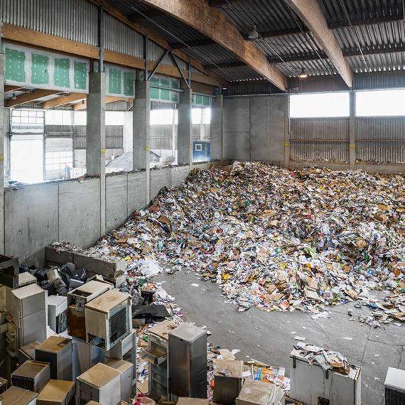 Altpapier und Kühlschränke. NUA Abfallwirtschaft Brantner- Hohenruppersdorf © Robert Tober